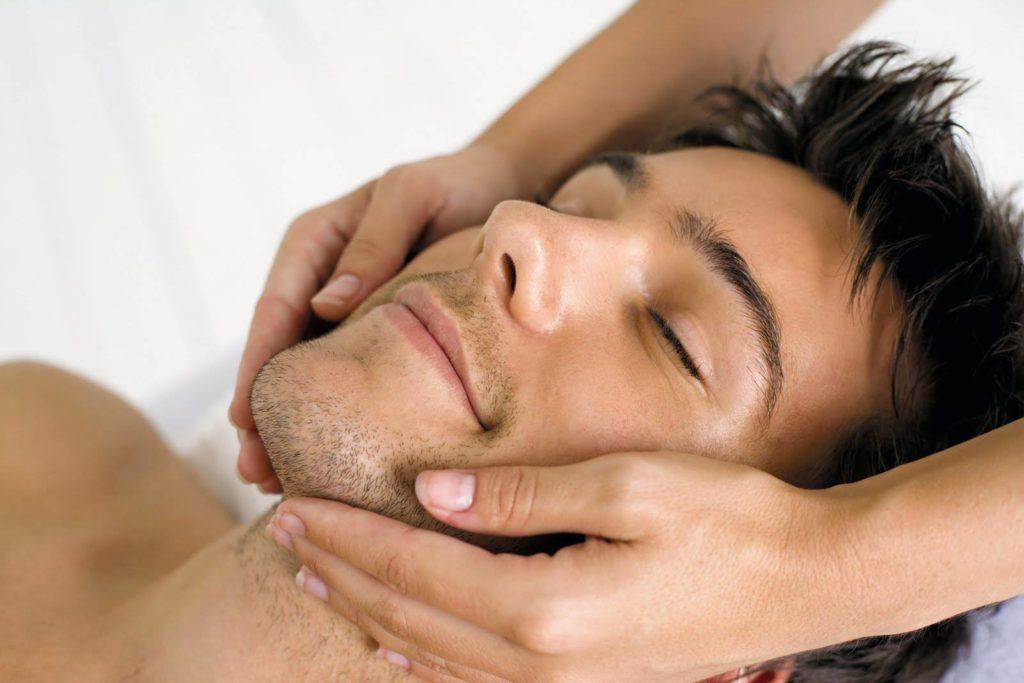 Même les hommes ont besoin de se détendre et de profiter de soins beauté